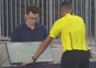 Pirmoreiz futbola vēsturē tiesnesis izmanto video atkārtojumu