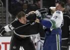 """Pirmajā NHL pārbaudes spēlē """"Canucks"""" izglābjas un pagarinājumā pieveic """"Kings"""""""