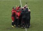 """Video: """"Vidzemes FC"""" pēspēles sitienu sērijā izcīna Latvijas Jaunatnes futbola čempionāta U18 čempionu titulu"""