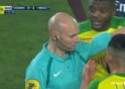 """Video: Tiesnesis spēles laikā iesper """"Nantes"""" futbolistam"""