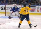 Video: NHL jocīgākie momenti: pirms metiena sviež cimdu vārtsargam