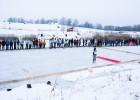 Iestājoties pret globālo sasilšanu, Ziemeļvidzemē aizvadīta hokeja spēle pa pliko