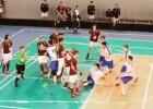 Video: Latvijas florbolā grūstīšanās laukumā un tribīnēs