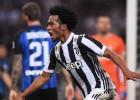 """""""Juventus"""" pašās beigās iesit divus vārtus un izrauj uzvaru pār """"Inter"""""""