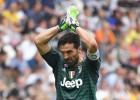 """Leģendārais Bufons ar uzvaru emocionāli atvadās no """"Juventus"""""""