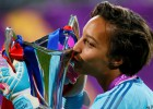 Čempionu līgā triumfējušās Lionas vārtsardze finālā spēlēja ar delnas kaula lūzumu