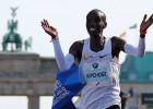 Pasaules rekordisti Kipčoge un Majē starp pretendentiem uz gada labākā vieglatlēta balvu