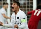 """PSG izcīna svarīgu uzvaru pār Liverpūli, """"Napoli"""" saglabā vadību grupā"""