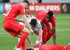 Šveicietis spēlē pēc samaņas zaudēšanas. UEFA tiek kritizēta par traumu ignorēšanu