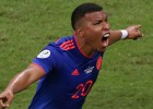 Argentīna sāk bēdīgi: izcili Martinesa vārti nokārto Kolumbijas uzvaru