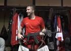 Video: Mača labākajam spēlētājam pasniedz Kalašņikova triecienšauteni