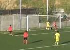 Video: Futbolists īsā laikā divreiz pamanās trāpīt pa vārtu stabu