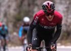 Itāliešu sliktais zēns nesavaldās un met velosipēdu pret konkurentu