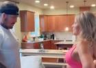 """Video: Pēc dejas MMA cīkstone savu laulāto draugu """"nosūta"""" uz dīvānu"""