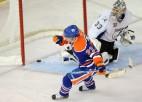 Video: Umarka <i>bullītis</i> NHL debijas spēlē - meistarība vai necieņa?