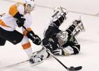 """""""Flyers"""" pieveic """"Stars"""" un nodrošina vietu """"play off"""", Skrastiņam savainojums"""