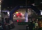 Video: Rallija ekipāžas piedzīvo bīstamus momentus uz mākslīgā tramplīna