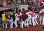 Video: Beisbola mačā izceļas masveida nekārtības