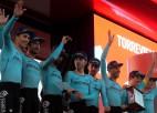 """""""Vuelta a Espana"""" 1. posmā favorītkomanda apkaunojoši krīt, uzvaru izcīna """"Astana"""""""