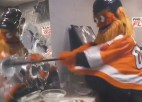 "Video: NHL kluba talismants ""Gritty"" ārdās dusmu istabā"