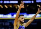 """Goldensteitas """"Warriors"""" līderis Karijs rokas lūzuma dēļ nespēlēs vismaz trīs mēnešus"""