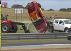 Video: Sportists piedzīvo šausminošu avāriju, bet necieš