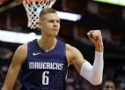Video: Porziņģis efektīgi triumfē NBA topā, pateicoties caurgājienam un dankam