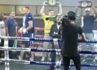 Video: Pirms cīņas bokseris izkrīt no ringa un tomēr nestartē