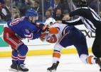 """Ņujorkas derbijā 88 soda minūtes, Panarinam 2+3; """"Flyers"""" un """"Bruins"""" kopā iemet 11"""