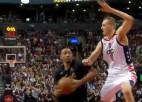 Video: Pasečņiks netiek galā ar 23 cm īsāko un iekļūst NBA dienas momentos