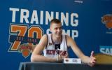 """Foto: Porziņģis figurē Ņujorkas """"Knicks"""" mediju dienā"""