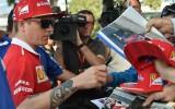 Foto: F1 piloti ierodas Melburnā un tiekas ar faniem