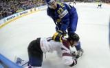 Foto: Latvija pasaules čempionātā ar 1:8 piekāpjas zviedriem