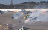 Video: 16 mašīnu sadursme NASCAR posmā Talladegā