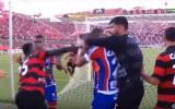 Video: Trakumi Brazīlijas futbolā: masveida kautiņš, astoņi noraidījumi un pārtraukta spēle