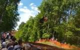 Video: Drosmīgākie motokrosa braucēji Klēts tramplīnā aizlido pat 50 metrus