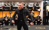 """Video: Makgregors ierodas uz NHL cīņu un iedvesmo """"Bruins"""" spēlētājus"""