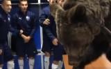 Video: Futbolistu ģērbtuvē ierodas lācis