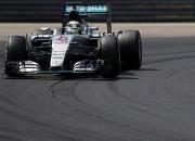 """Hamiltons Ungārijā izcīna piekto """"pole position"""" pēc kārtas"""