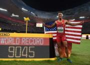 Ītons desmitcīņā labo pasaules rekordu, Faraham kārtējais zelts