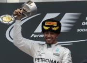 Rosbergs izstājas jau sākumā, Hamiltonam devītā uzvara sezonā