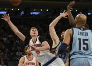 "Porziņģim 17+10 un seši bloki, ""Knicks"" atkal zaudē bez Karmelo"