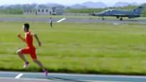Sprinteris pārspēj militāro lidmašīnu