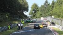 Leģendārajā Nirburgringā pēdējās desmitgades smagākā avārija
