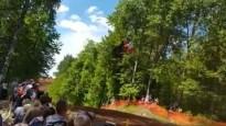 Drosmīgākie motokrosa braucēji Klēts tramplīnā aizlido pat 50 metrus
