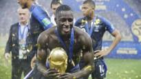 Francijas futbolisti savas trakās svinības pārceļ uz trenera preses konferenci