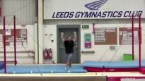 Vingrotājs izpilda varenu salto un sasniedz pasaules rekordu