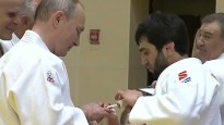 Putins gūst zeltneša traumu
