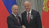 Infantīno saņem ordeni no Putina un sāk runāt krievu valodā