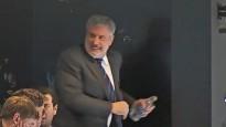 """Bruins"" prezidents izgāž dusmas ar ūdens pudeli"